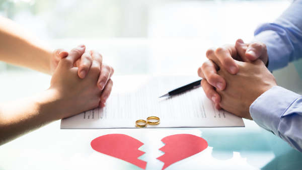 Image indicating divorcing couple